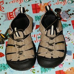 Boys Keen water/play sandals in amazing condition